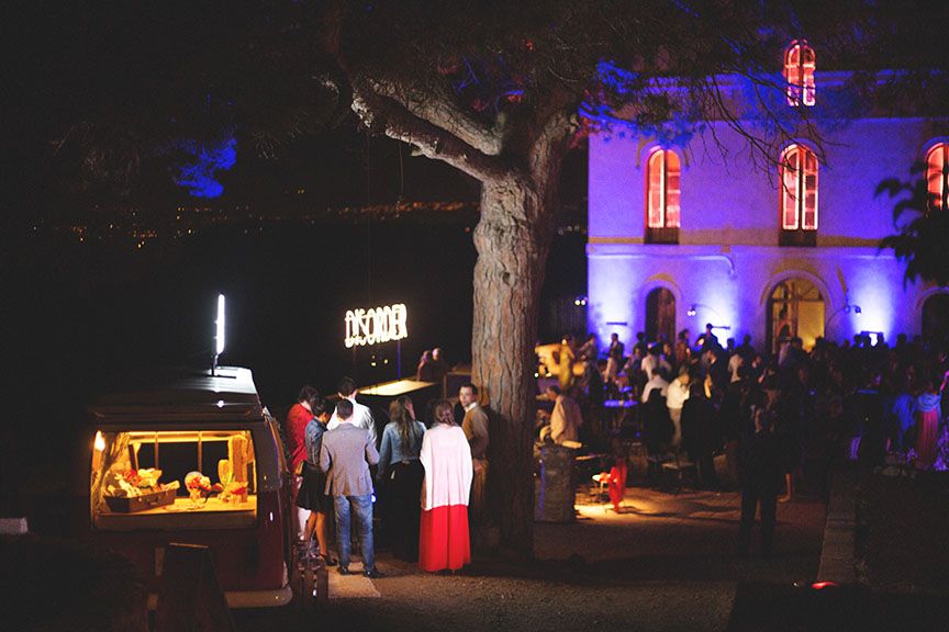 fotomaton-barcelona-volskwagen-tocamadera-vintage-phototruck-eventos-boda-diferente-popeandpoole-festa-anell